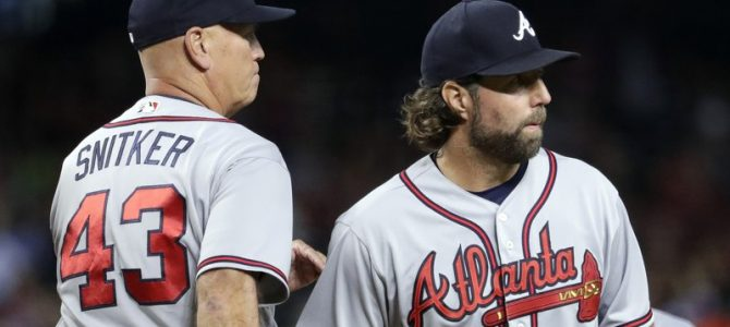 Dickey exits early, D'backs roll to 10-2 rout of Braves